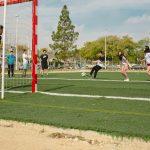 jugando al futbol